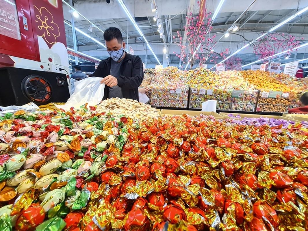 Hang hoa Tet doi dao, banh keo can len ngoi can Tet 2021-Hinh-4