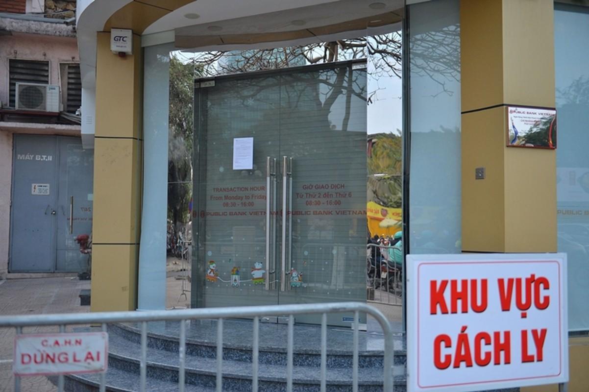 Phong toa, phun khu khuan Public Bank co nhan vien mac COVID-19-Hinh-5