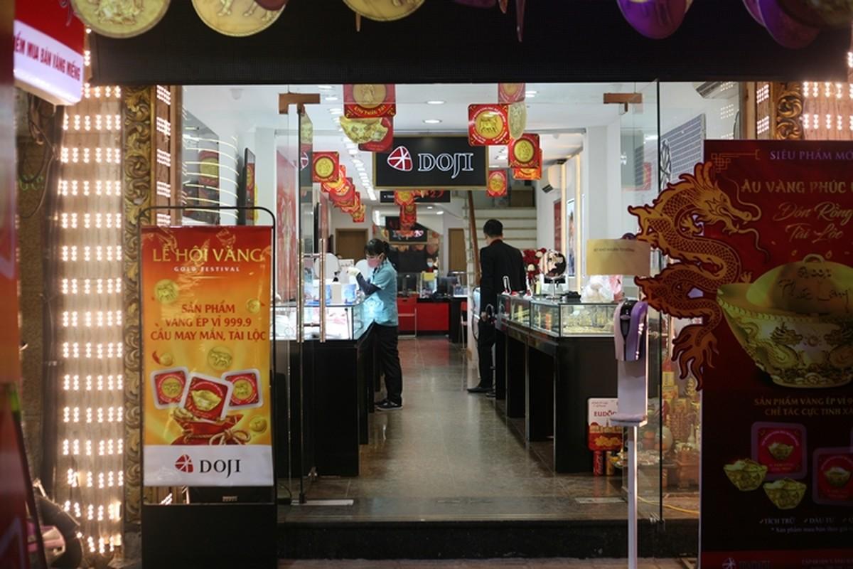 Nguoi dan di mua vang ngay via Than Tai tu 3h sang o Ha Noi-Hinh-12