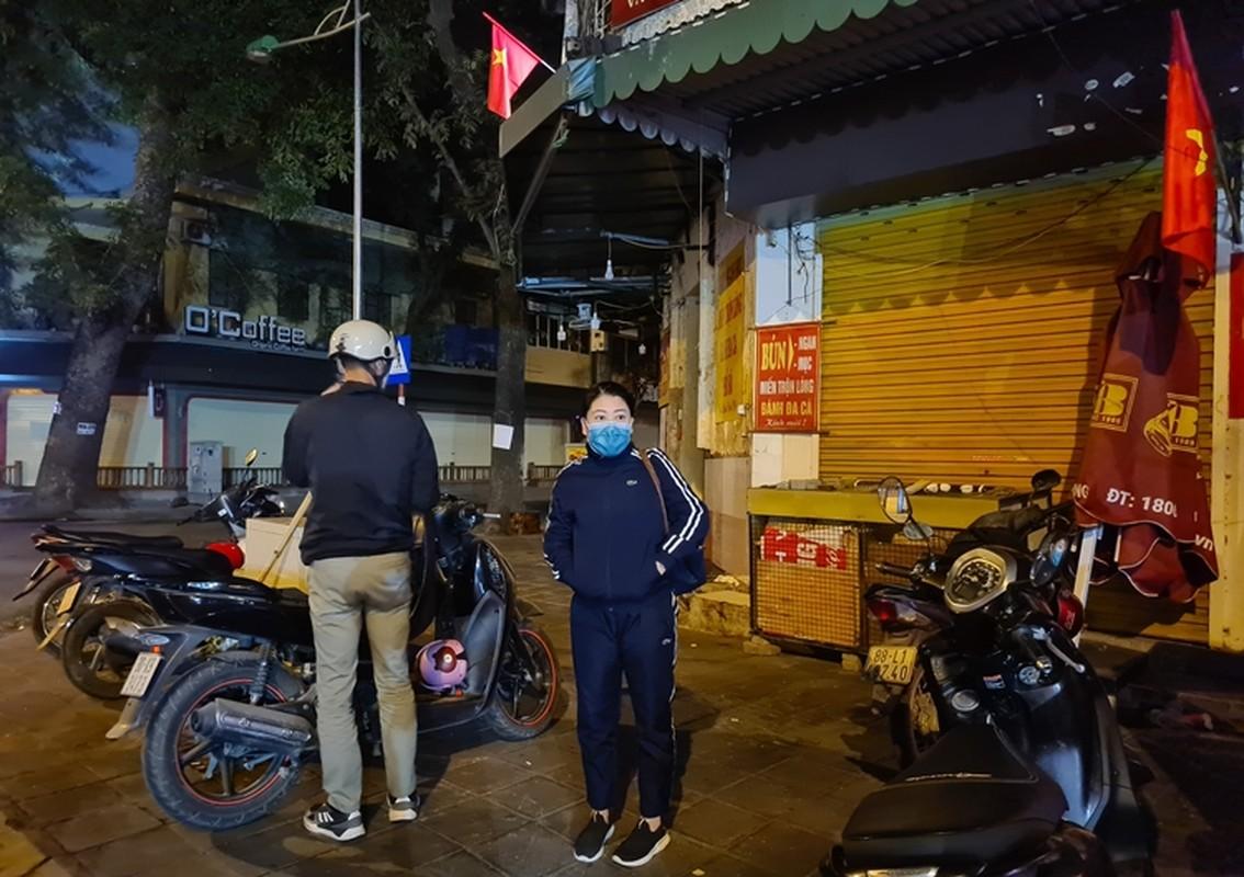 Nguoi dan di mua vang ngay via Than Tai tu 3h sang o Ha Noi-Hinh-3