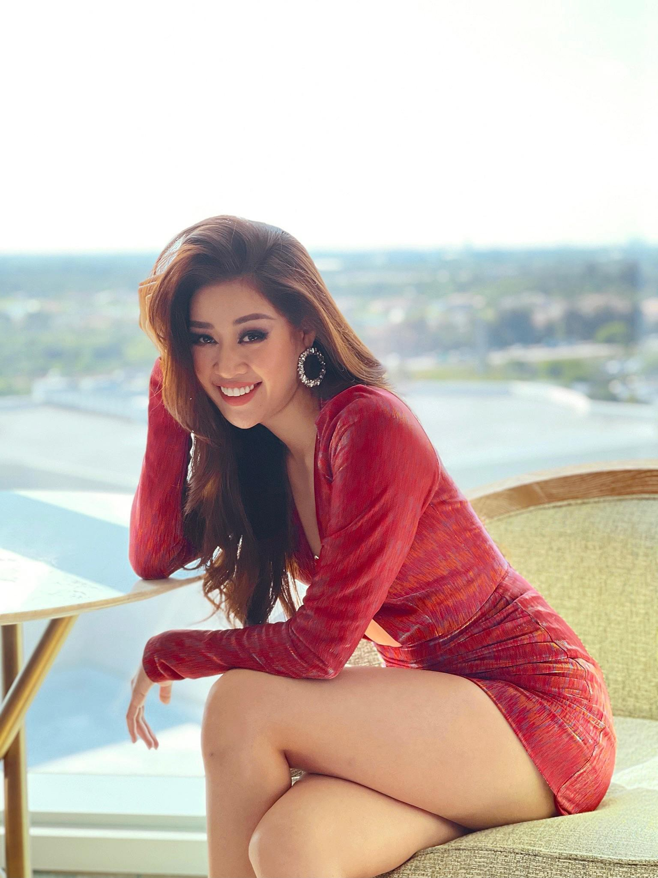 Khanh Van dien vay xe nguc sau tao bao tai Miss Universe-Hinh-3