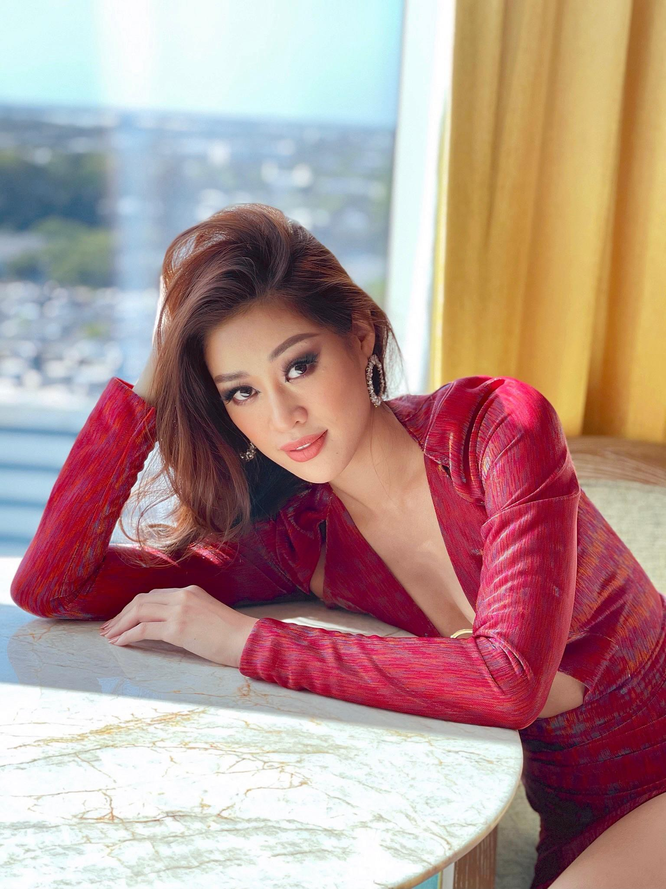 Khanh Van dien vay xe nguc sau tao bao tai Miss Universe-Hinh-6