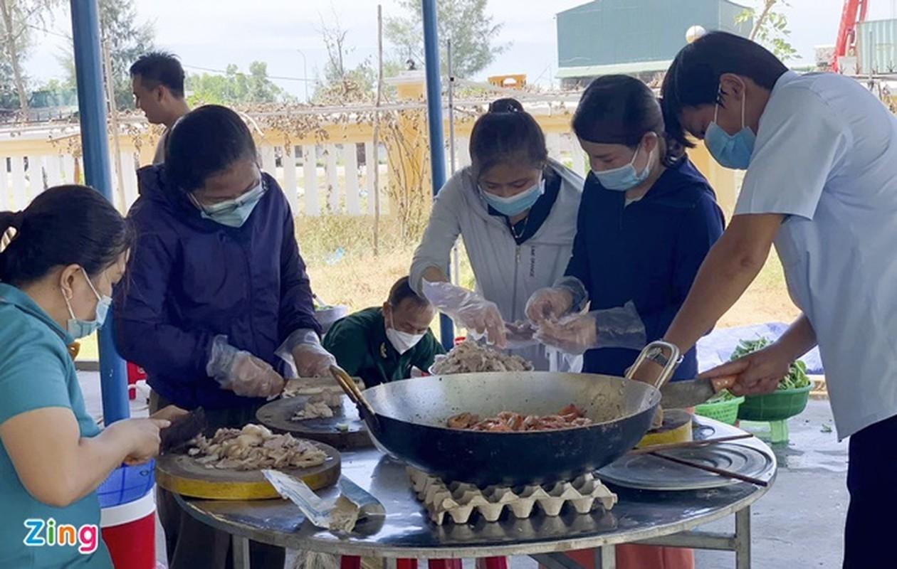 Hang nghin suat an tang nguoi dan o khu cach ly-Hinh-3
