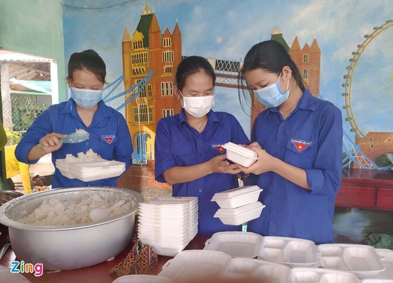 Hang nghin suat an tang nguoi dan o khu cach ly-Hinh-4