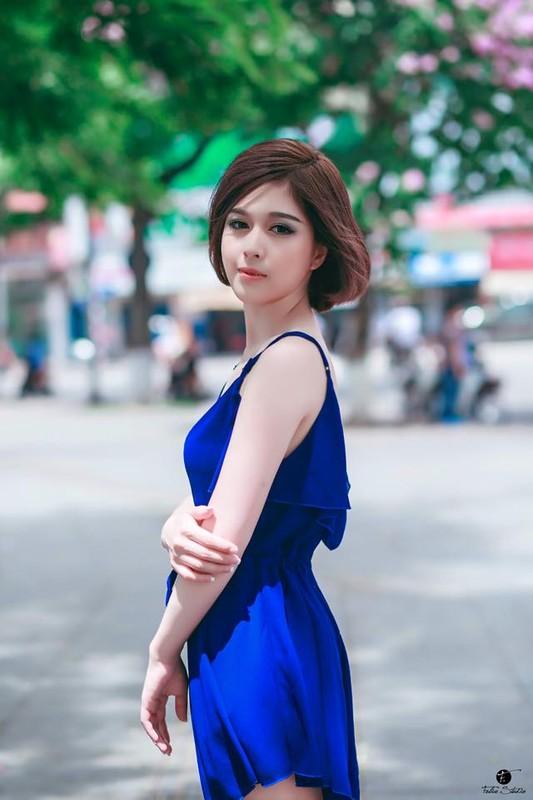 Ngam MC Dai Ha Noi duoc thieu gia tang 999 bong hong-Hinh-9