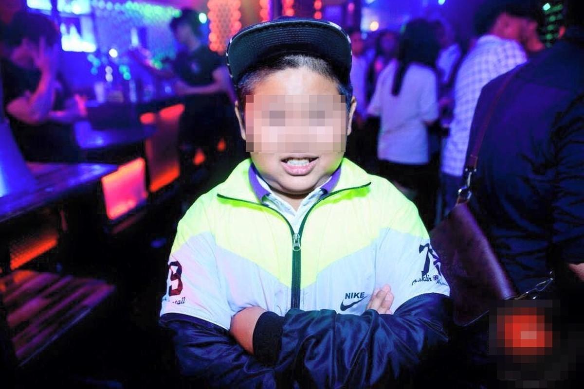 """Anh xon xao 1/6: Tre con len bar """"quay"""" tung bung-Hinh-6"""