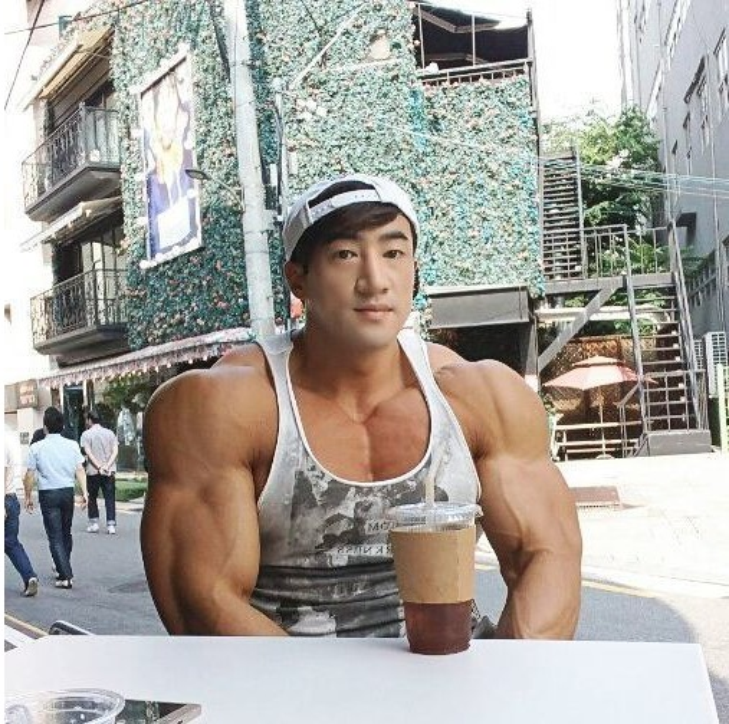 Hot boy Han Quoc khoe co bap gan guoc gay choang-Hinh-4