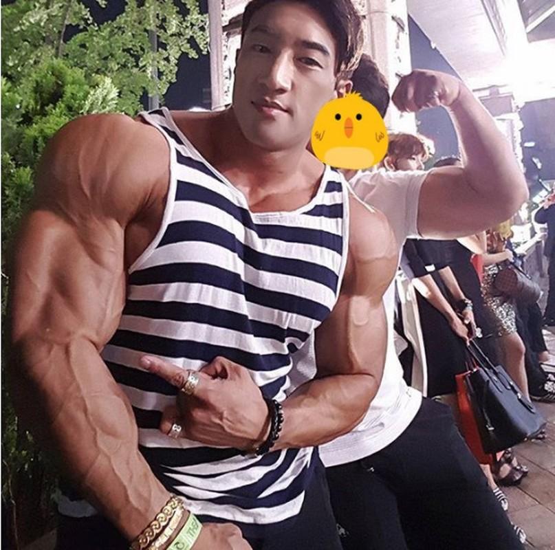 Hot boy Han Quoc khoe co bap gan guoc gay choang
