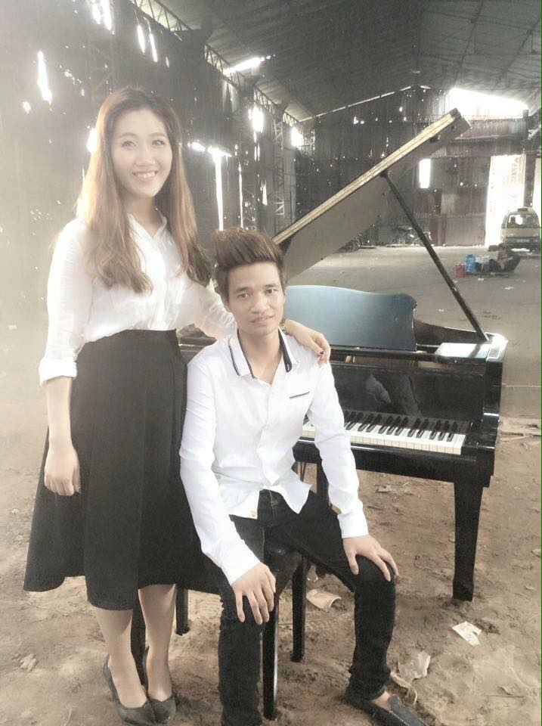 Le Roi bat ngo khoe ban gai xinh nhu mong-Hinh-7