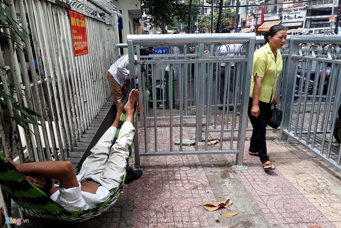 Anh: Dai phan cach via he nhu chuong thu o Sai Gon-Hinh-20