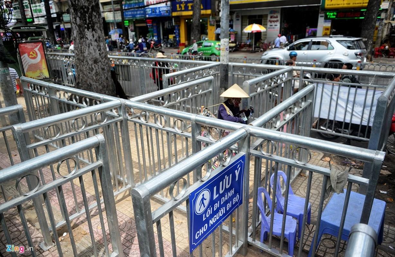 Anh: Dai phan cach via he nhu chuong thu o Sai Gon-Hinh-3