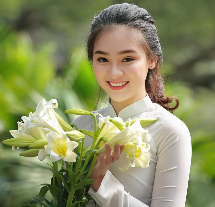 Nu sinh gay thuong nho voi nu cuoi ben hoa loa ken-Hinh-3
