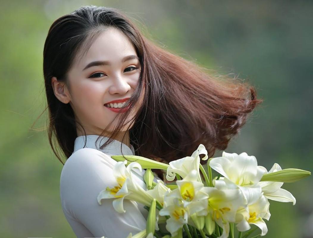 Nu sinh gay thuong nho voi nu cuoi ben hoa loa ken-Hinh-4
