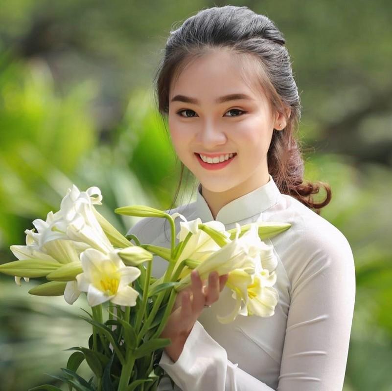 "Nu sinh 10X Ha Thanh co ngoai hinh ""trieu like"" la ai?-Hinh-3"