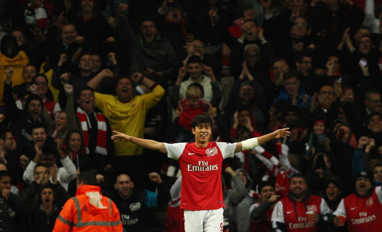 Podolski, Lucas Perez va loi nguyen ao so 9 o Arsenal-Hinh-8