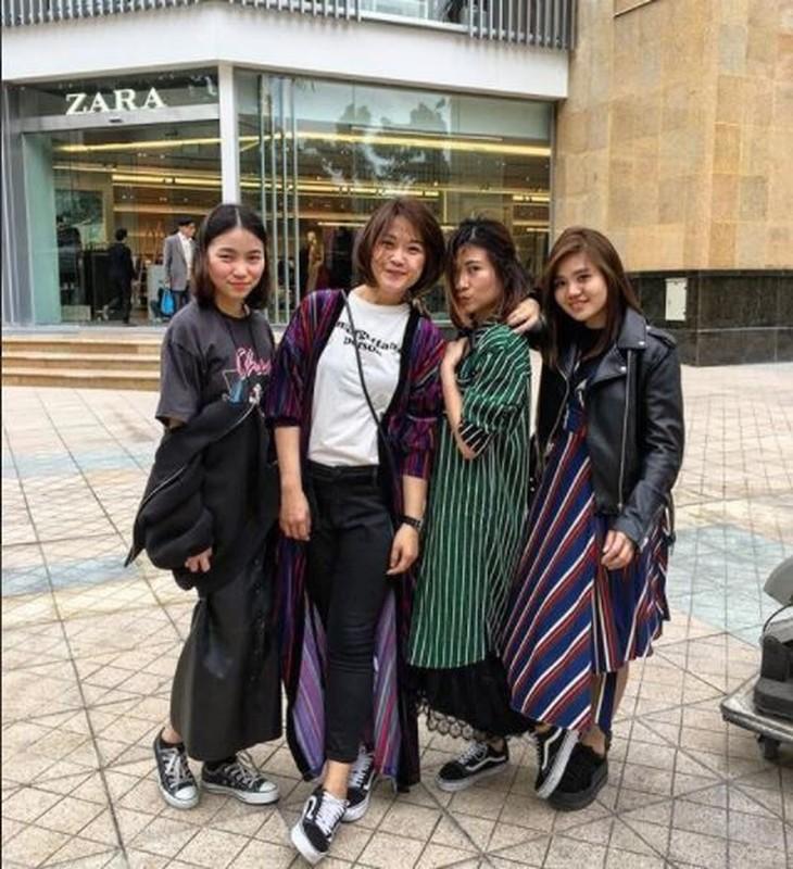 Hot girl check-in tai cua hang H&M, Zara dau tien tai Ha Noi-Hinh-11