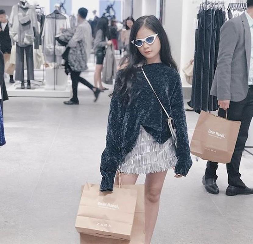 Hot girl check-in tai cua hang H&M, Zara dau tien tai Ha Noi-Hinh-7