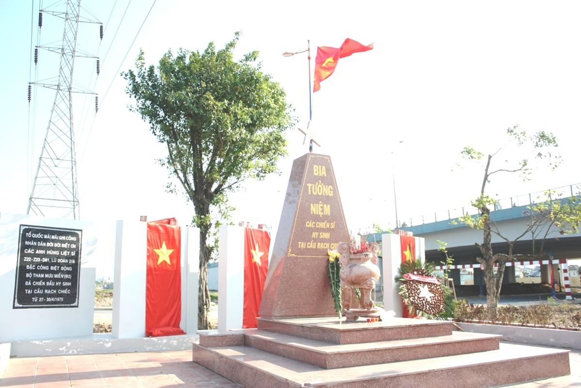 Nhung cong trinh khung chao mung Chien thang 30/4-Hinh-9