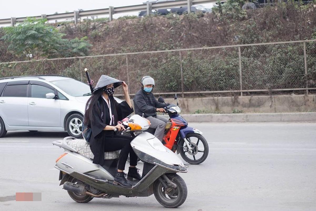 """Muon kieu tham gia giao thong """"bat chap tat ca"""" cua chi em-Hinh-11"""