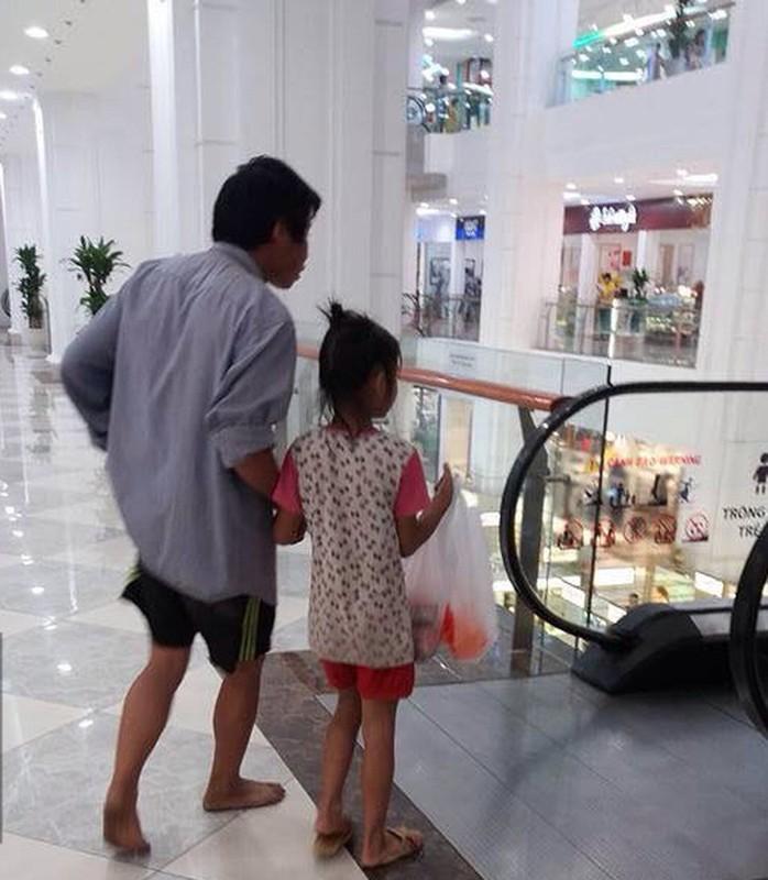 Anh cam dong: Di khap the gian khong ai tot bang me cha-Hinh-4