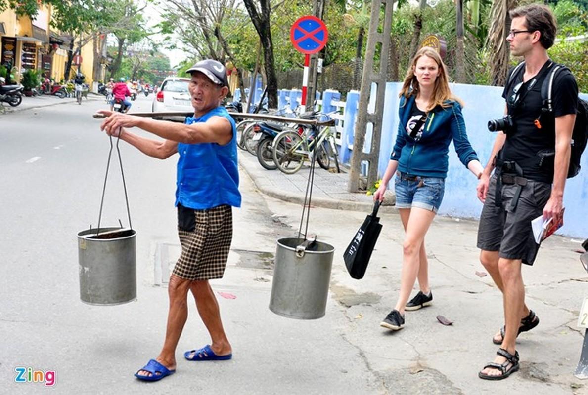 Anh: Cam dong doi tinh nhan U90 ganh nuoc o Hoi An-Hinh-5