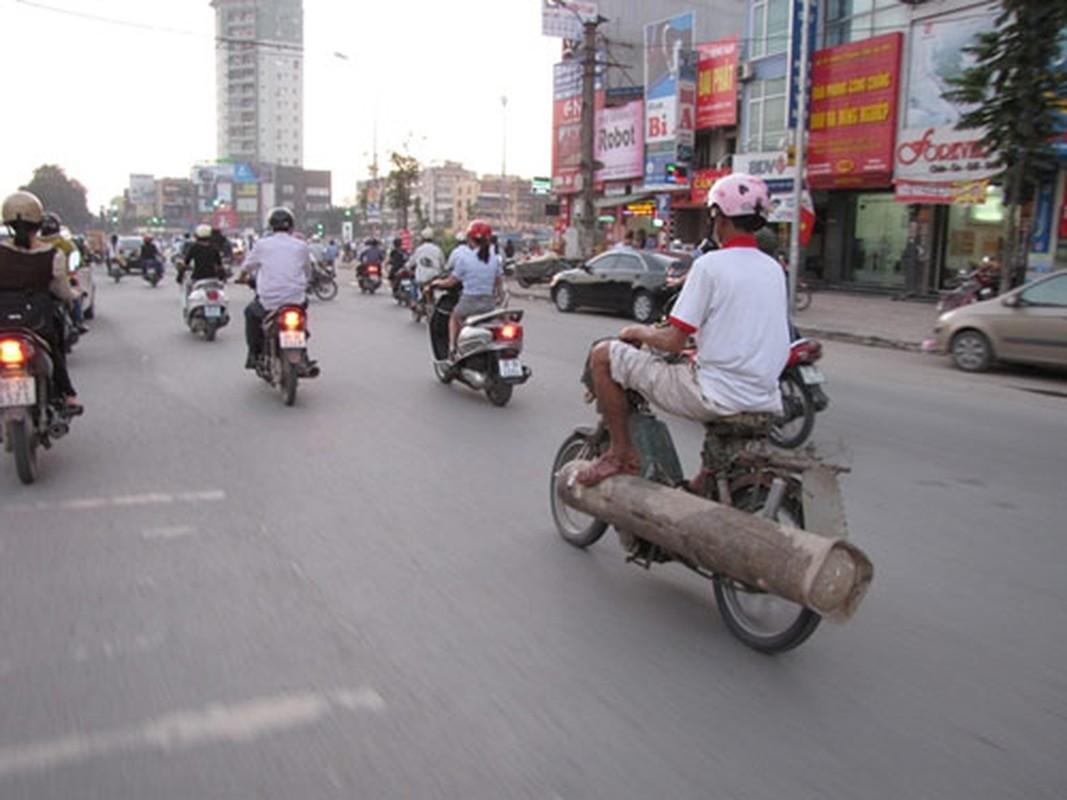 Tron mat voi du loai xe ca tang tung hoanh duong pho Viet Nam-Hinh-2
