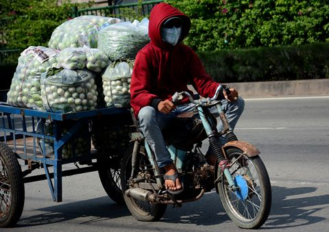 Tron mat voi du loai xe ca tang tung hoanh duong pho Viet Nam-Hinh-9