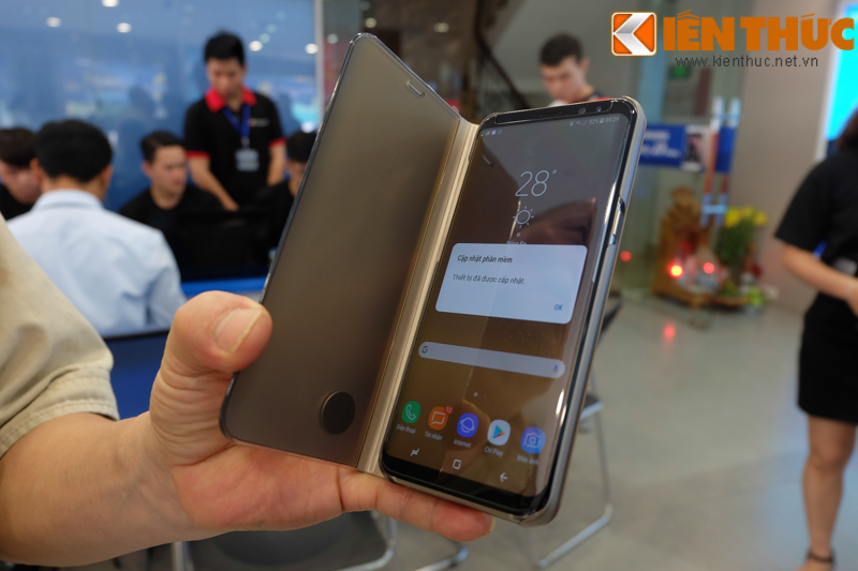 "Nhon nhip di mua hang ""nong"" Samsung Galaxy S8 Plus vua len ke-Hinh-11"