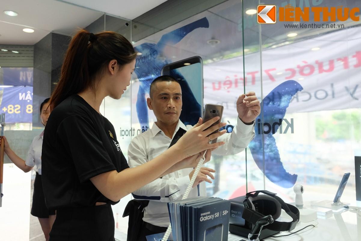 "Nhon nhip di mua hang ""nong"" Samsung Galaxy S8 Plus vua len ke-Hinh-5"
