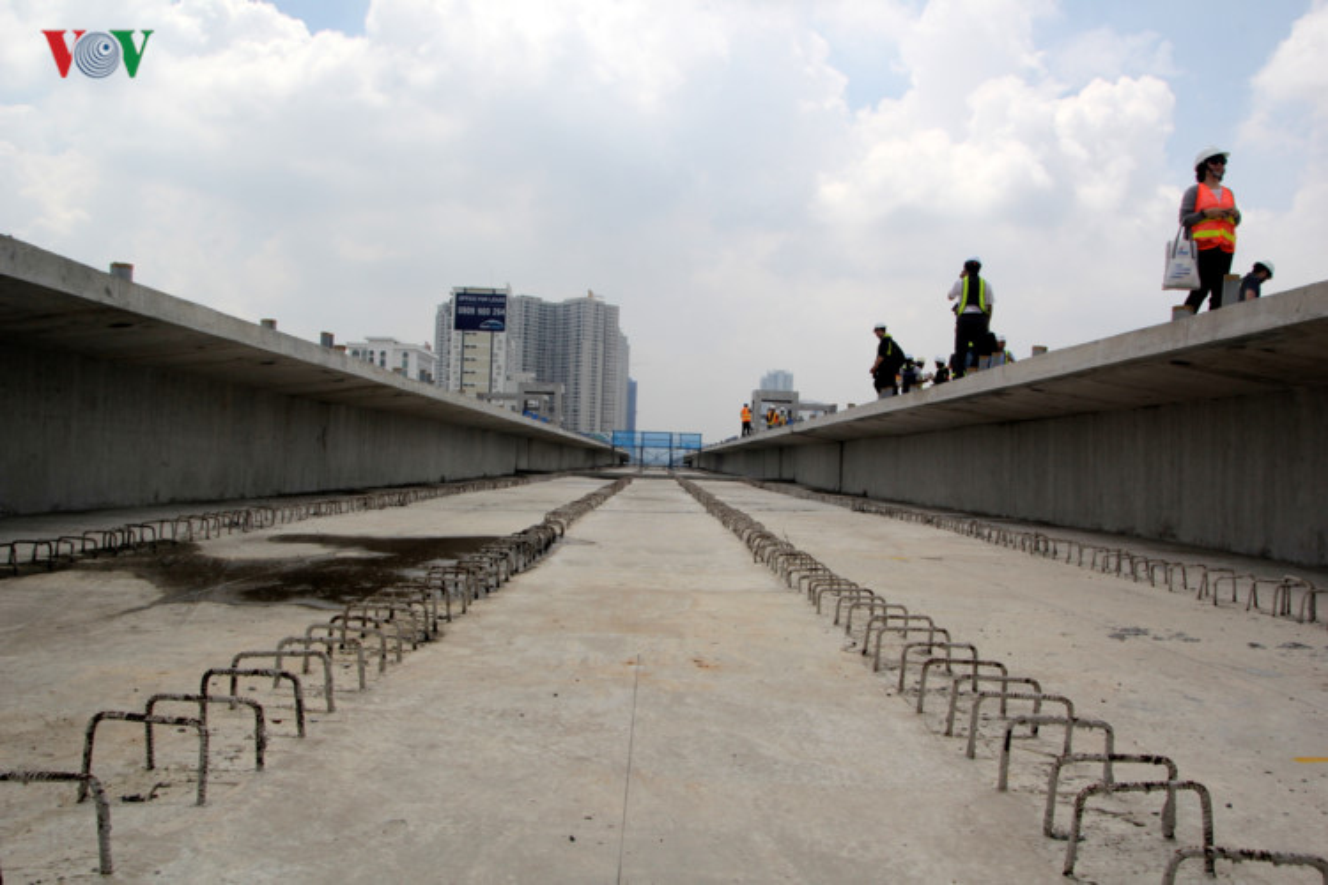 Anh: Can canh tuyen metro so 1 TP HCM ngon ngang doi von-Hinh-11