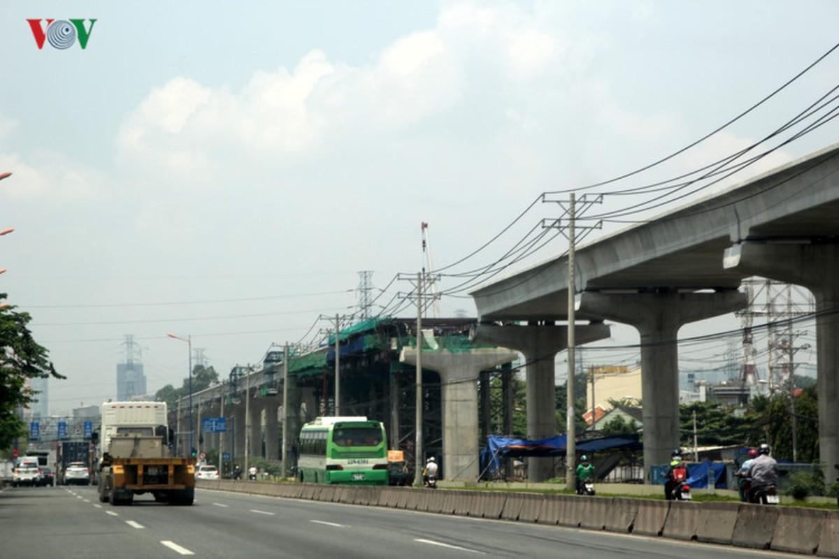 Anh: Can canh tuyen metro so 1 TP HCM ngon ngang doi von-Hinh-13