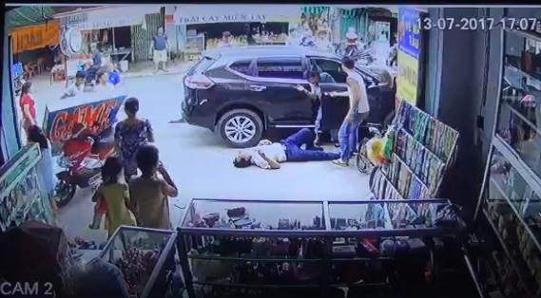 Hien truong kinh hoang xe dien dam 4 nguoi thuong vong Binh Duong-Hinh-2