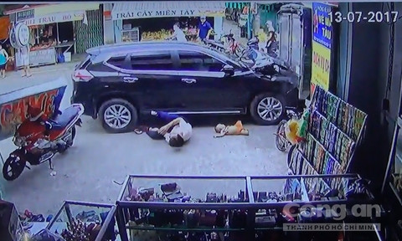 Hien truong kinh hoang xe dien dam 4 nguoi thuong vong Binh Duong-Hinh-3