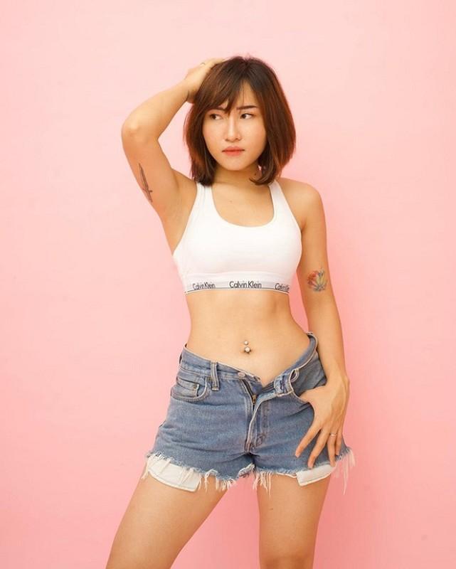 Dan nu game thu tha dang bikini khien fanboy dung ngoi khong yen-Hinh-6