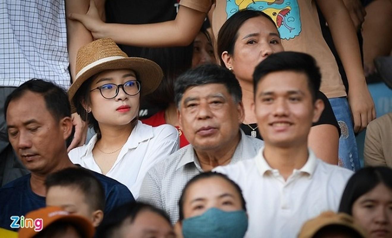 Nhan sac vo Cong Phuong, ban gai Quang Hai trong anh khong chinh sua-Hinh-6