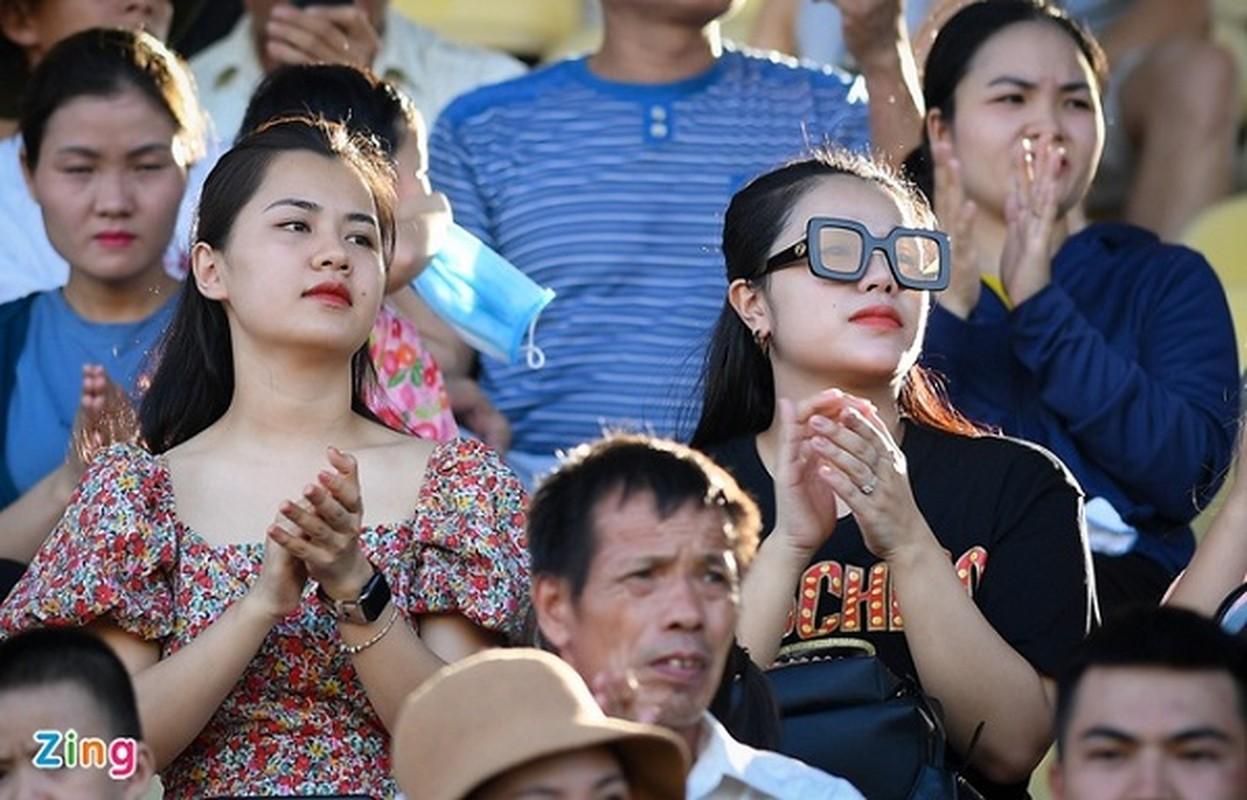 Nhan sac vo Cong Phuong, ban gai Quang Hai trong anh khong chinh sua-Hinh-8