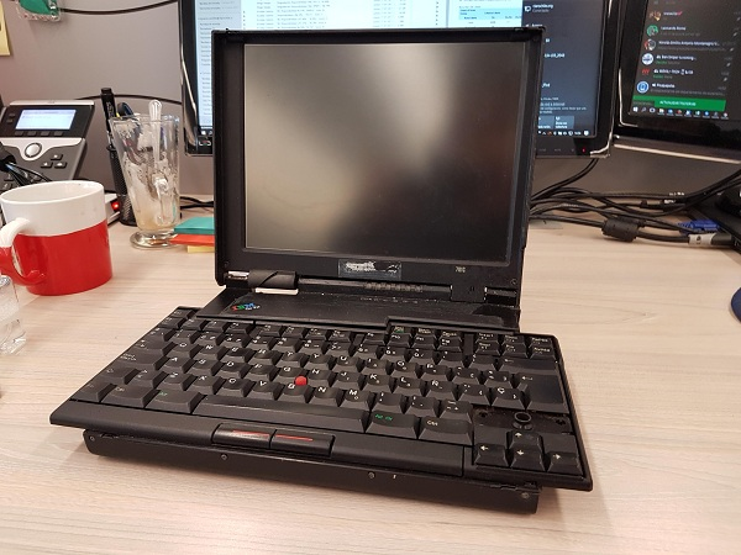 Chiec laptop dau tien tren the gioi to nhu... vali du lich-Hinh-9