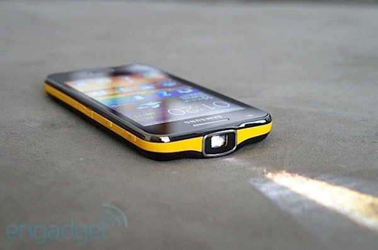 Top 5 smartphone thiet ke cuc di: Dien thoai tu di chuyen theo nhac-Hinh-14