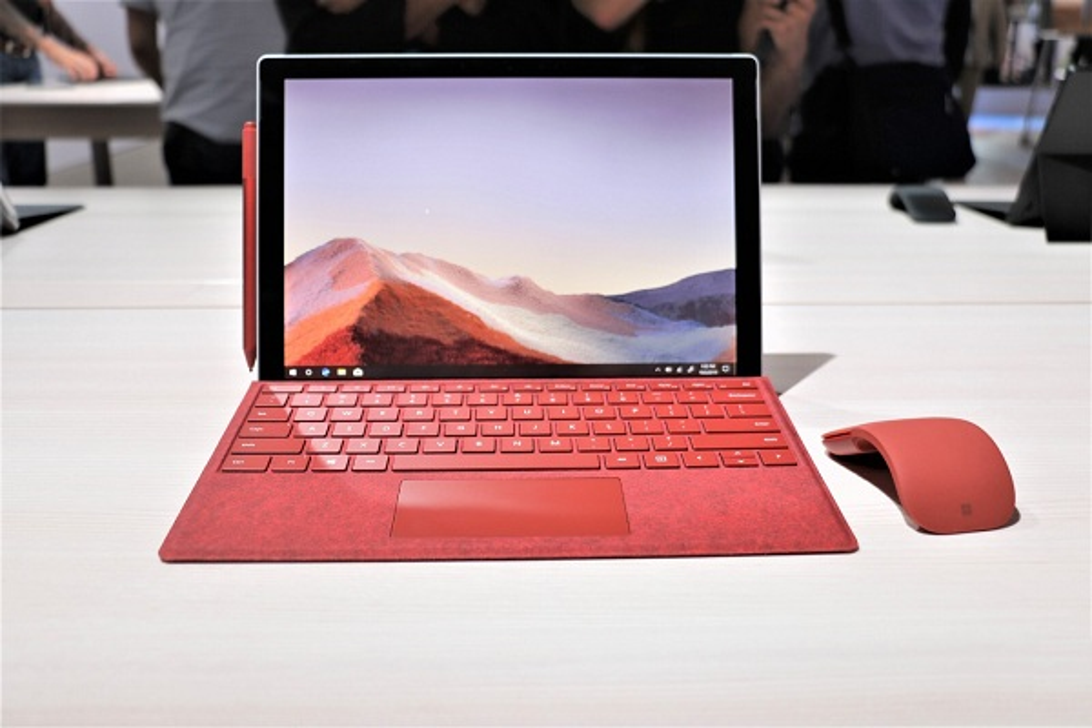 Hai sieu pham cua Apple lot top 10 laptop tot nhat nam 2020-Hinh-6