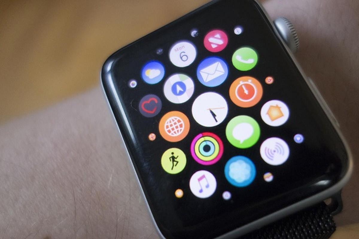 "Apple Watch ""trinh lang"" phien ban gia cuc re cung iPhone 12?"