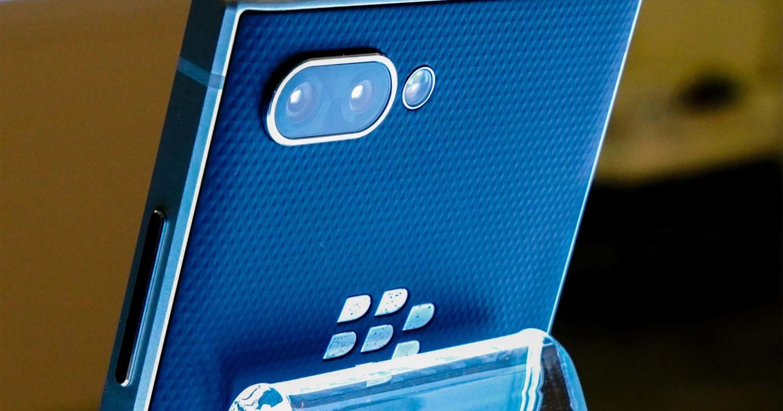 "Smartphone 5G ban phim QWERTY gop cong ""hoi sinh"" BlackBerry-Hinh-10"