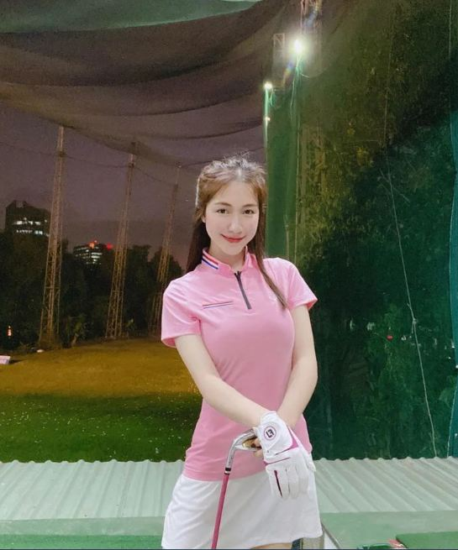 Dan my nhan Viet khoe tron body nuot na tren san golf-Hinh-3