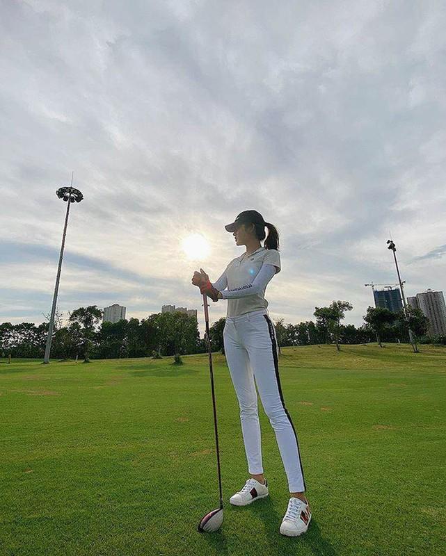 Dan my nhan Viet khoe tron body nuot na tren san golf-Hinh-4