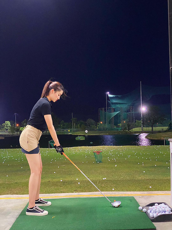 Dan my nhan Viet khoe tron body nuot na tren san golf-Hinh-5
