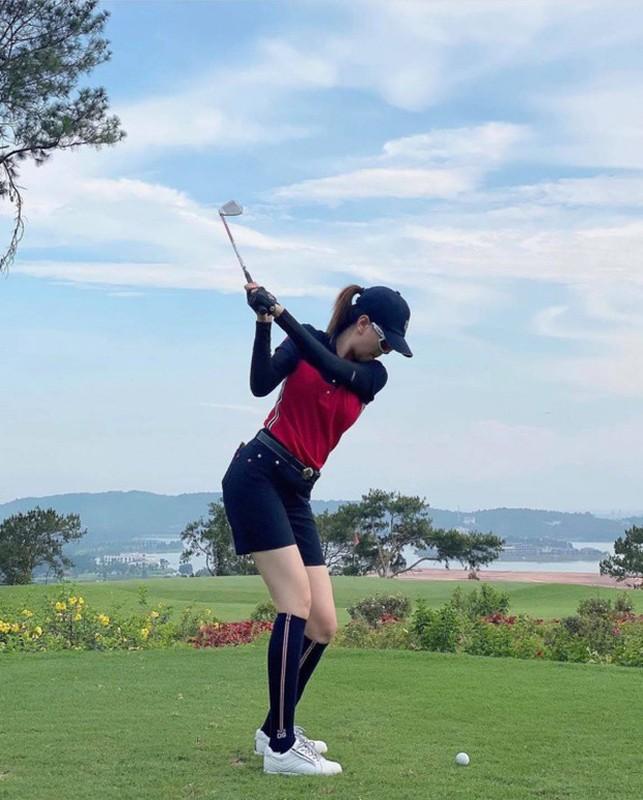 Dan my nhan Viet khoe tron body nuot na tren san golf-Hinh-9
