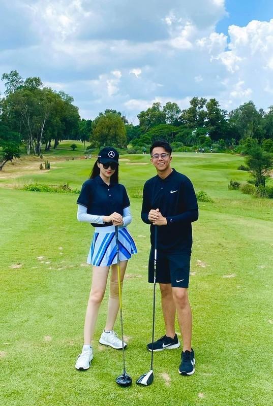 Dan my nhan Viet khoe tron body nuot na tren san golf
