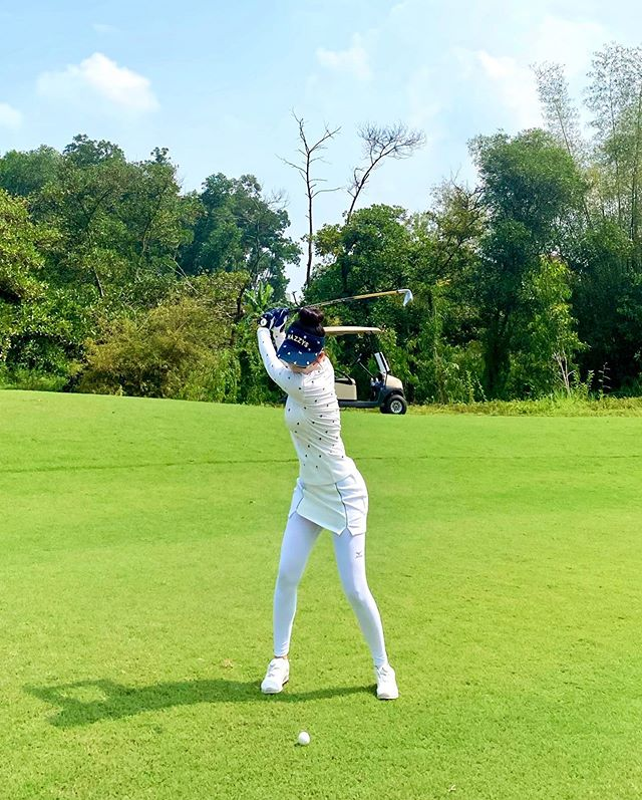 "Hotgirl Ha Thanh khien ca san golf ""dan mat"" vi body nuot na-Hinh-10"