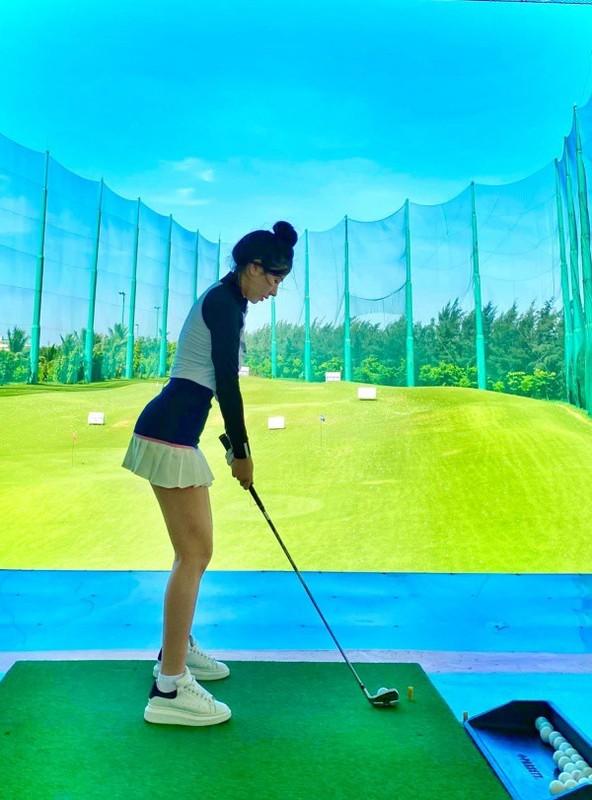 "Hotgirl Ha Thanh khien ca san golf ""dan mat"" vi body nuot na-Hinh-2"