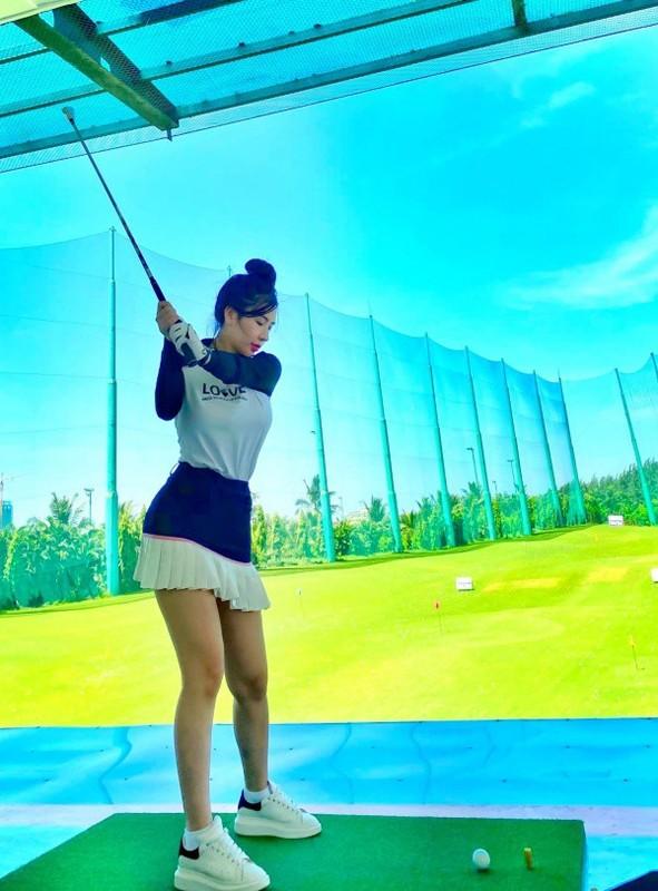 "Hotgirl Ha Thanh khien ca san golf ""dan mat"" vi body nuot na-Hinh-3"