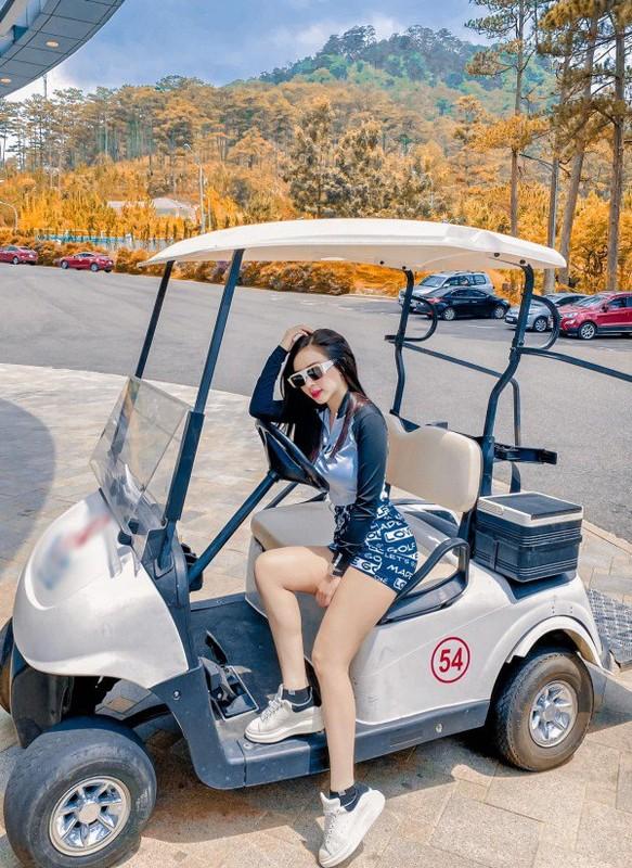 "Hotgirl Ha Thanh khien ca san golf ""dan mat"" vi body nuot na-Hinh-4"